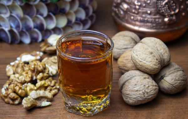 Настойка грецкого ореха - приготовление и применение