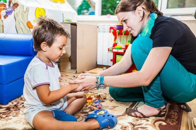 Как помочь аутичному ребенку?